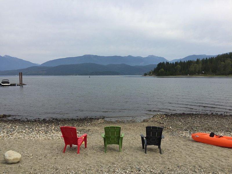 Nuestra playa con bonitas vistas al lago principal.