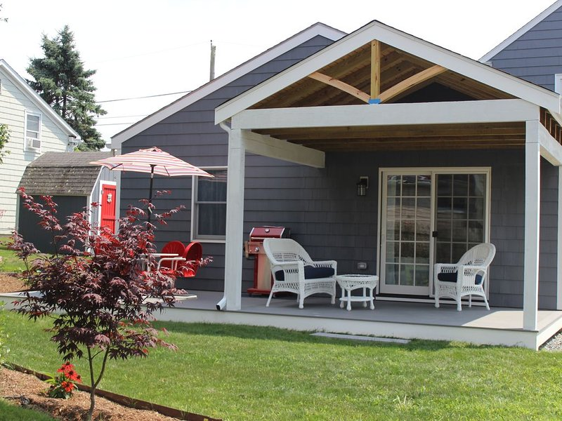Walk to Two Beaches!, holiday rental in Middletown