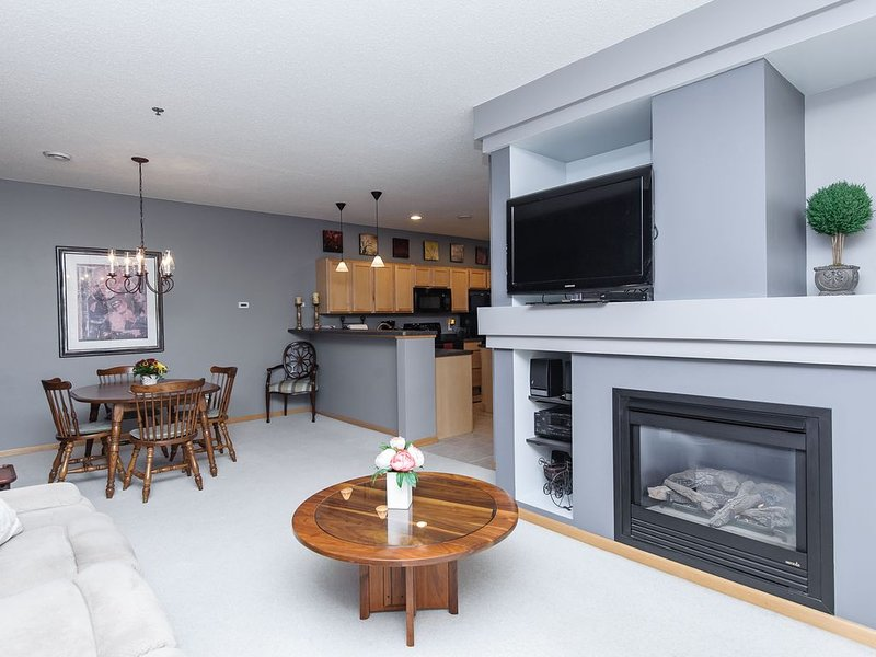 Month-to-month Living In A Beautifully Furnished Rochester Townhome, location de vacances à Rochester