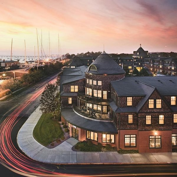 Popular Long Wharf Resort in Nautical Newport - The Sailing Capital Of The World, aluguéis de temporada em Newport
