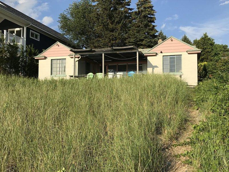 Sweet little cottage in prime location, alquiler vacacional en West Olive