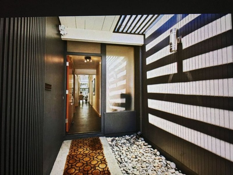 Modern Home-perfect for executives, families, or corporate photo shoots., vacation rental in Palo Alto