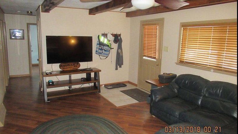 Quaint Lake Access Cottage Deep Creek Lake, holiday rental in Swanton