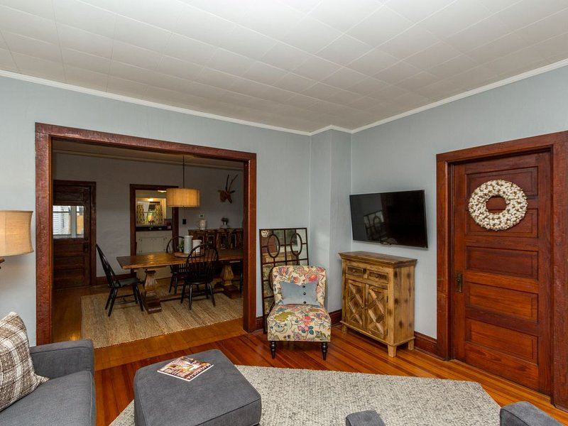 Urban Farmhouse just blocks from the Mayo Clinic, holiday rental in Rochester