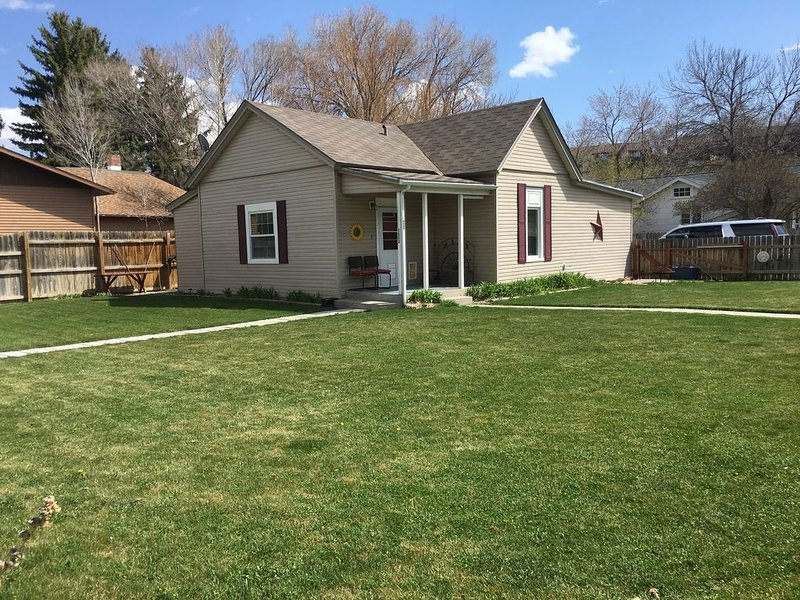 Great, remodeled home (with a fenced yard) in downtown Cody, vacation rental in Wapiti