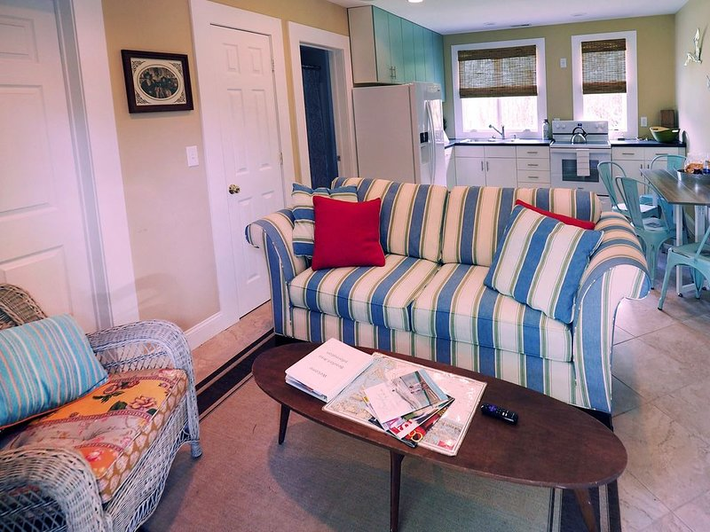 Quaint ground floor guest house in historic Beaufort, NC., location de vacances à Harkers Island