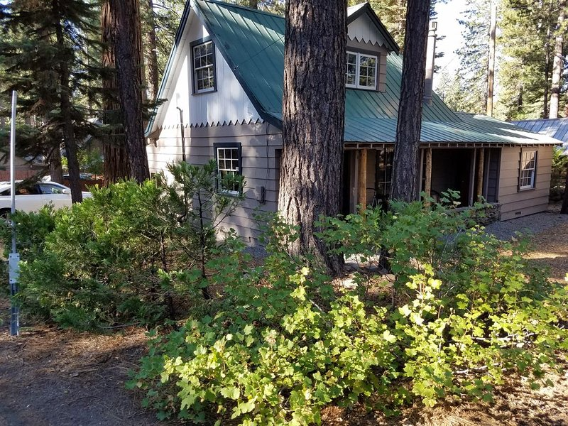 Beautiful Tahoe Remodel - Walk to Beach, Restaurants & Shops!, alquiler de vacaciones en Kings Beach