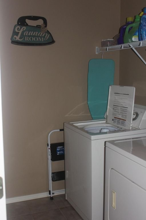 full size washer & dryer with a supply of detergent & dry sheets