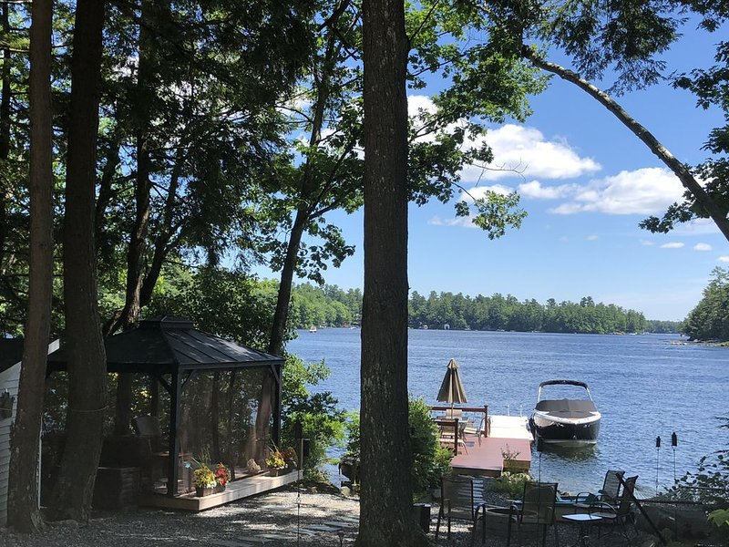 Lakefront Home on Beautiful Big Sebago Lake, alquiler de vacaciones en Casco