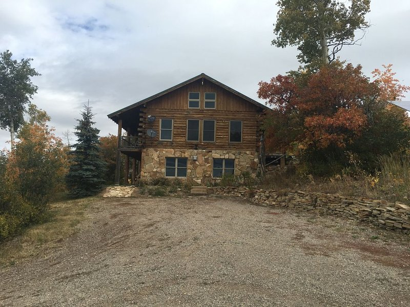 High Country Cabin at the Flat Tops Ranch, holiday rental in New Castle