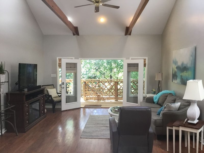 Great house steps from the lakefront!, casa vacanza a Abita Springs