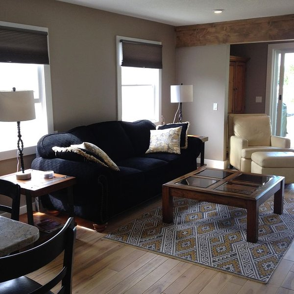Luxury Newly Renovated Cottage on crooked lake, vacation rental in Bay View