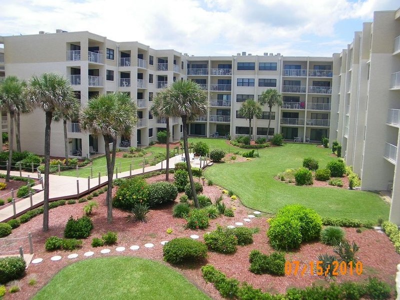 Relax in Classic Comfort with Ocean View, holiday rental in New Smyrna Beach