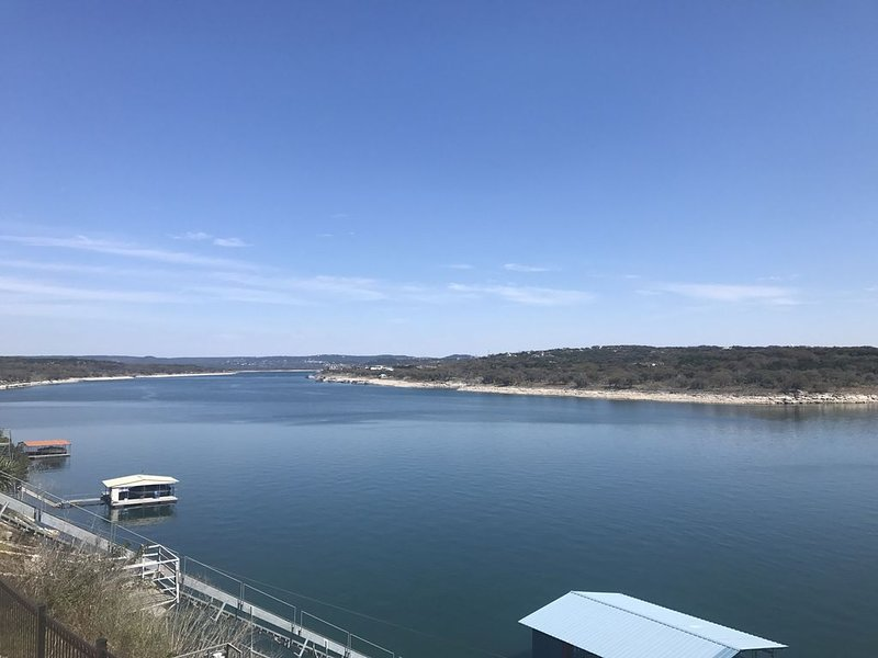 Lake Travis Home DEEP WATERFRONT/MAIN BODY  w/ BOAT SLIP *RELAXED CANCEL POLICY, vacation rental in Briarcliff