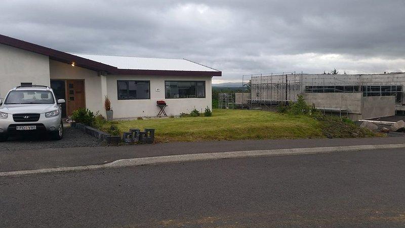 A House 15-20 Min From Reykjavik Center – semesterbostad i Kopavogur