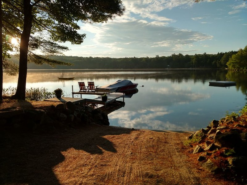 Lakeside Cottage - Sandy beach, swimming, fishing, alquiler de vacaciones en Pownal