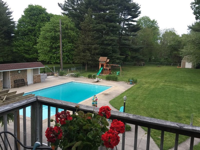 Family Fun, Clean Home with POOL. Perfect Notre Dame weekend destination!, holiday rental in Bremen