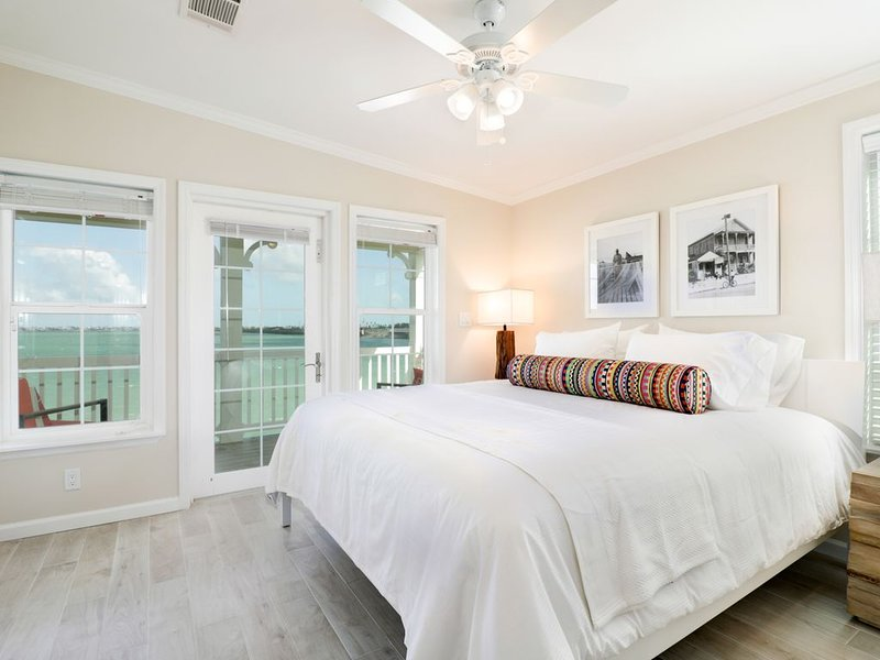 Bay View 2 Bed / 2.5 Bath Vacation Townhome Rental in Key West Area, holiday rental in Ramrod Key