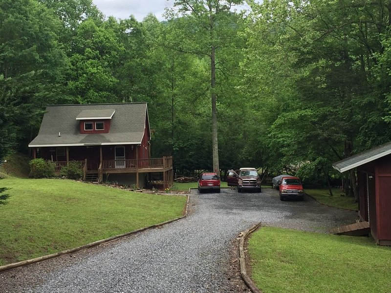 Creekfront on Tusquittee Creek Cozy 1BR/1BA Sleeps Four, holiday rental in Hayesville