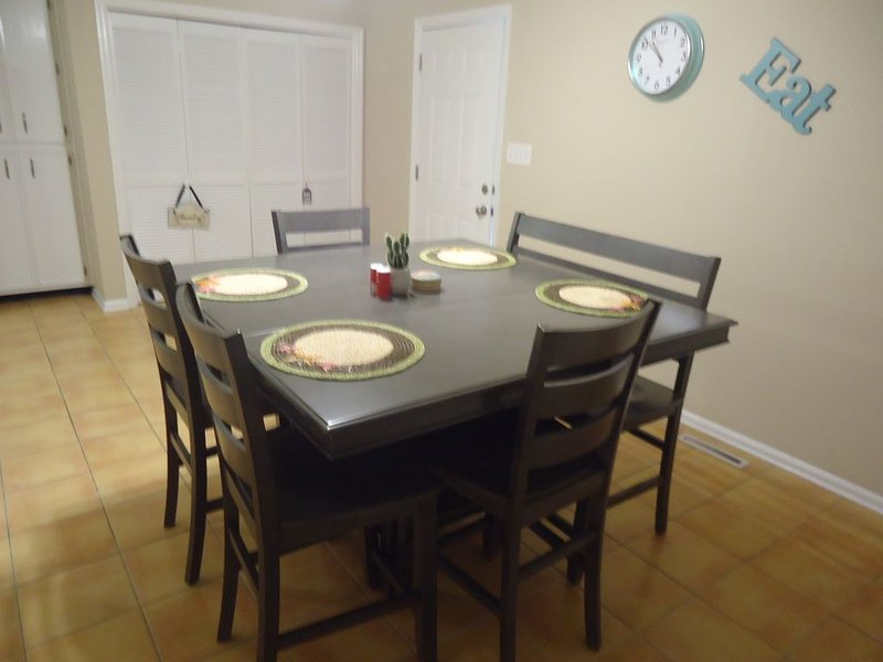 Eat in kitchen with seating for 6