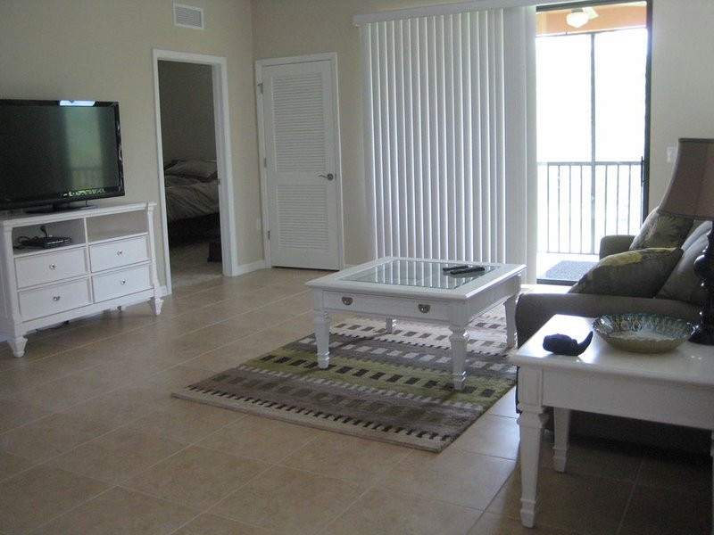 NEW LISTING!!!  Beautiful 3 BR+Den In The Heart of Southwest Florida!, holiday rental in Estero