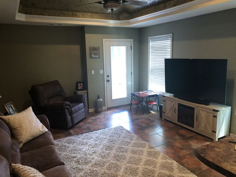 HOME AWAY FROM HOME~ MINUTES FROM CAMPUS, holiday rental in Fosters