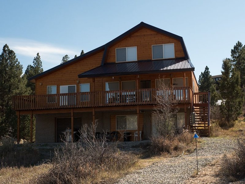 Spacious cabin w/ WIFI and Central Air near Zion and Bryce, casa vacanza a Hatch