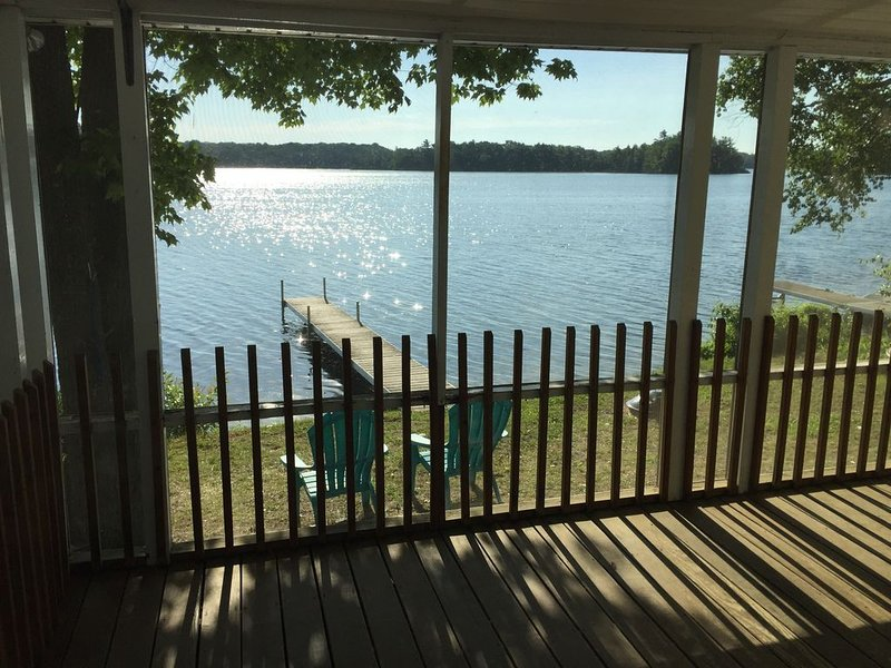 Newly remodeled on Bass Lake, holiday rental in Grawn