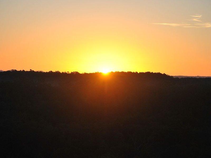 Romantic Couples Cabin! Enjoy breathtaking sunrise views and quiet seclusion., location de vacances à Pickens