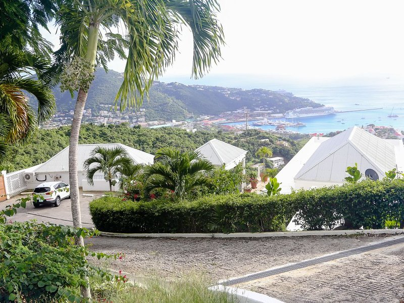 1-Bedroom Condo at Villa Ithaca Overlooking Charlotte Amalie Harbor, vacation rental in Magens Bay