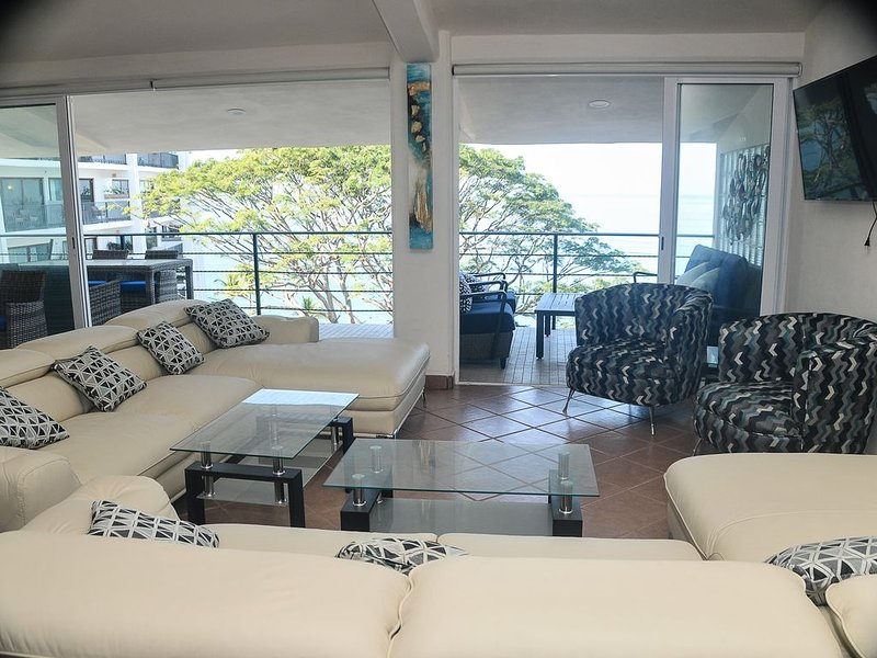 Extraordinary Ocean Front 4 BR Penthouse [Convertible to 5 Bedroom], vacation rental in Puerto Vallarta