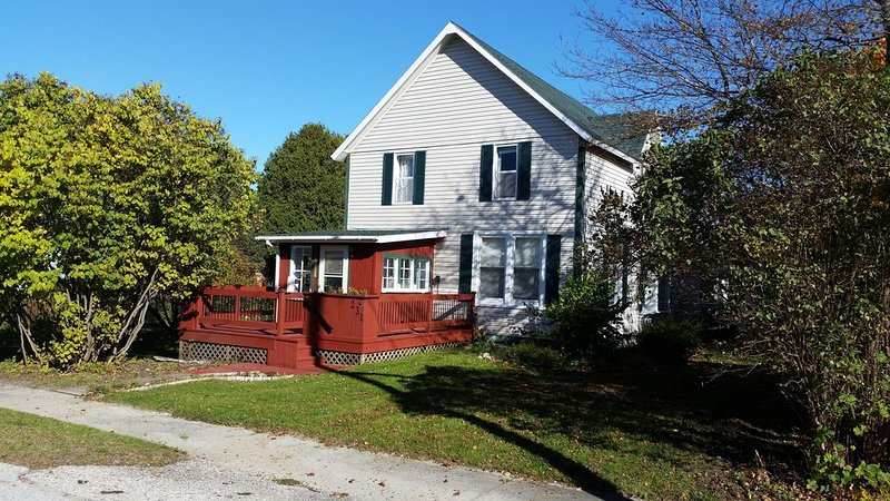 Freighter views, DeTour Passage 4BR, 2BA, holiday rental in St. Joseph Island