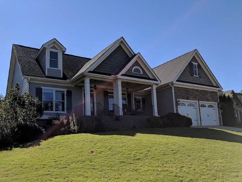 Spacious Craftsman style Family Home - 15 minutes to Sanford Stadium!, holiday rental in Madison