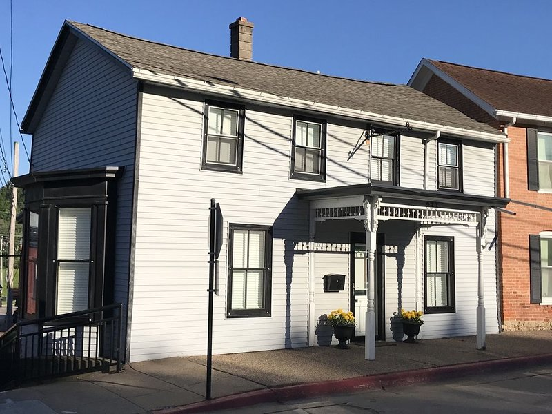 The Downtown House - 1830's home steps from Main Street in downtown Galena, holiday rental in Galena