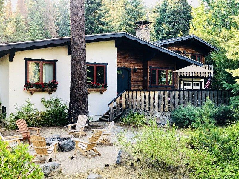 Exterior de la casa y pozo de fuego, todo se trata del ambiente de montaña.