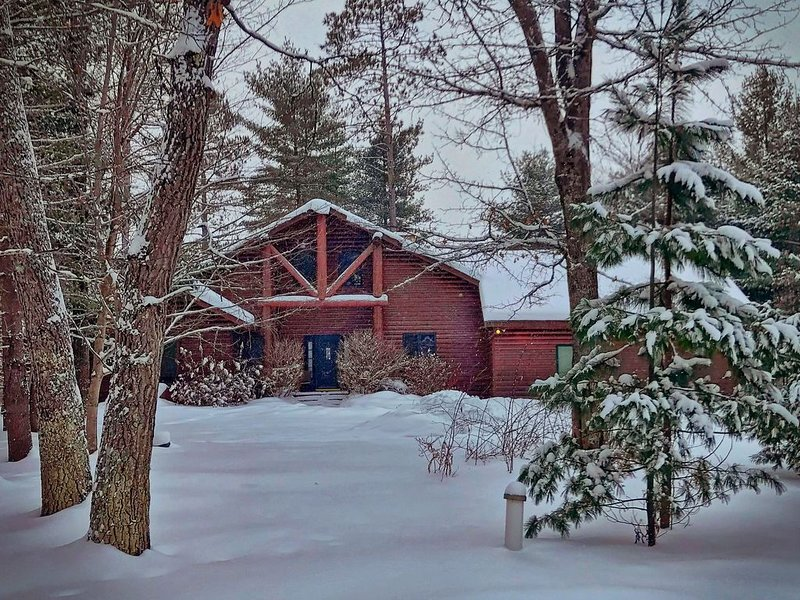 Smeagle's Terrapin on Lower Gresham: Lakeside 8 acre property in WI Northwoods, holiday rental in Arbor Vitae
