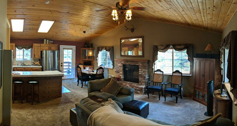 Redwood Retreat in the Beautiful Los Padres National Forest, vacation rental in Frazier Park