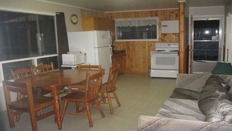 Singleton Lake Cottage, vacation rental in Seeley's Bay