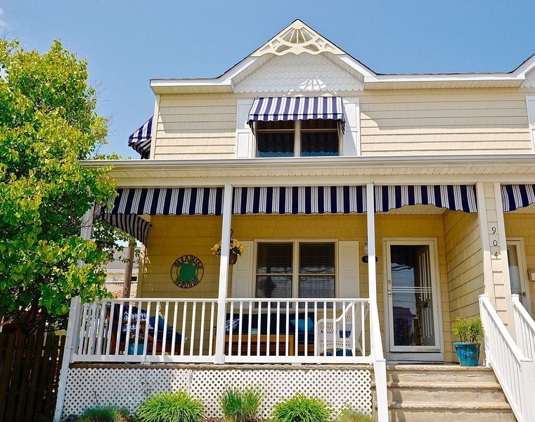 PARADISE FOUND IN THE HEART OF LAVALLETTE ONE BLOCK FROM BEACH, holiday rental in Lavallette