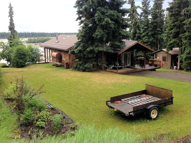 Wilderness and Aurora views yet close to town, vacation rental in Fairbanks