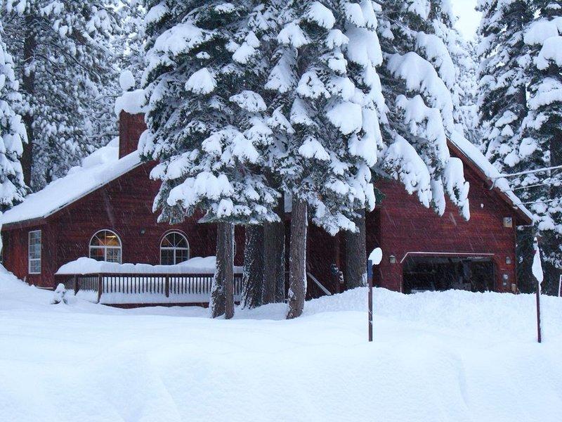 Beautiful Tahoe Donner 4 Bedroom, Perfect Family Rental Home Near 5 ski resorts!, location de vacances à Truckee