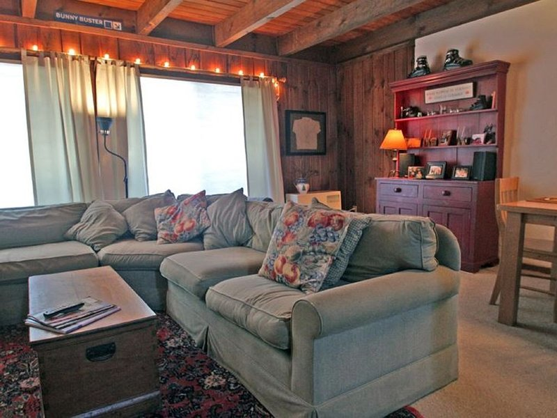Killington Condo: super comfy, close to the mountain, restaurants & nightlife, location de vacances à Killington