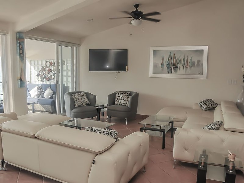 EXTRAORDINARY, 3 BR PENTHOUSE, OCEAN FRONT , Largest in PV, vacation rental in Puerto Vallarta