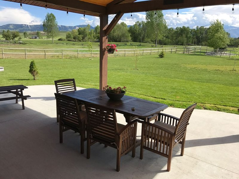 Beautiful home on the Powderhorn golf course; gorgeous mountain views., holiday rental in Ranchester