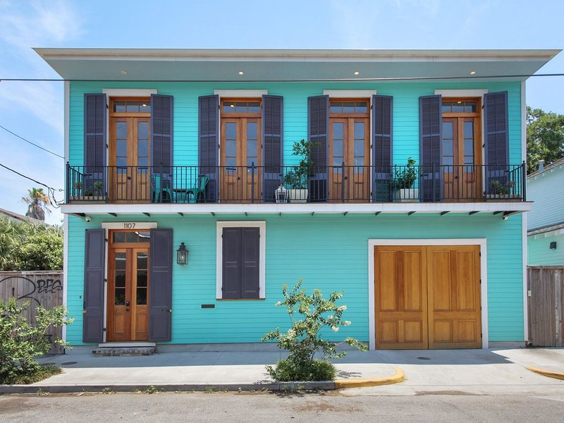 Sophisticated Marigny Triangle Open Concept Home with Balcony, vacation rental in New Orleans