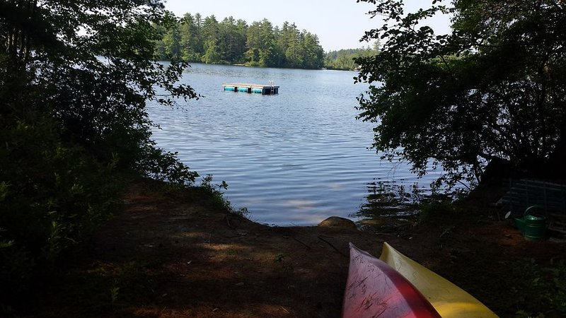 Enjoy stunning views in this spacious, Kezar Lake home!, holiday rental in Chatham