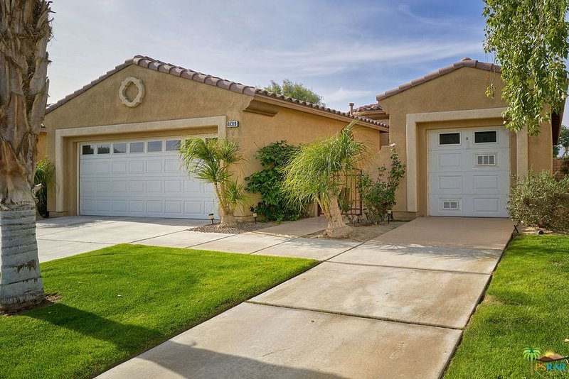 Secured Home With Pool Walking Distance To Coachella and Festival Grounds., alquiler de vacaciones en Indio