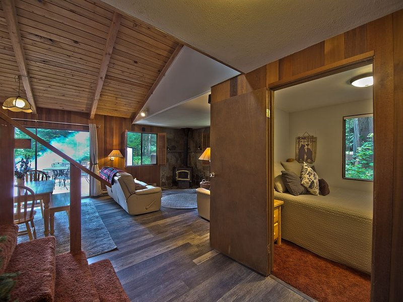The Lyons Den at Upper Timberline Village, holiday rental in Packwood