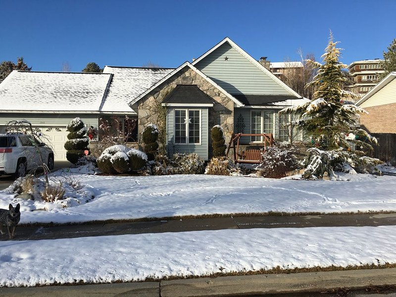 Cosy home within 30 minutes of 4 of Utah's finest ski resorts., holiday rental in Sandy