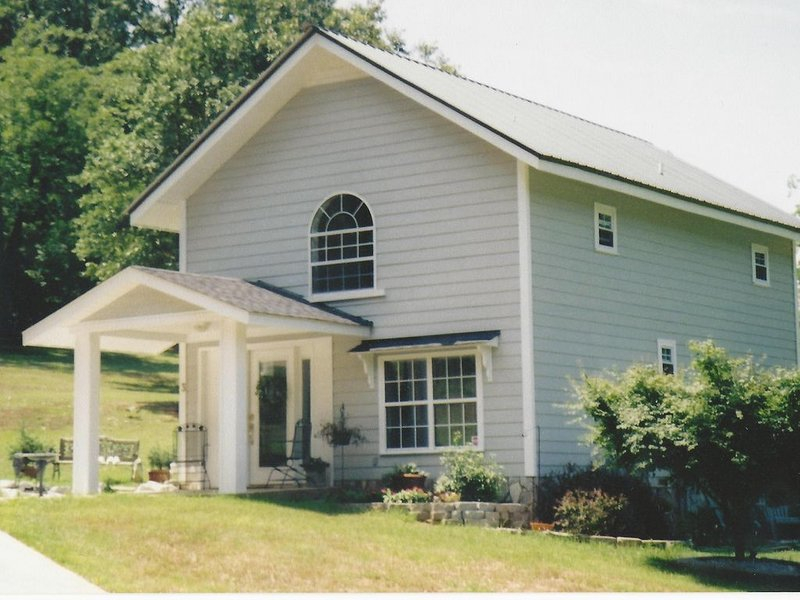 Unique 75 year old converted barn with beautiful loft bedroom., holiday rental in Marietta